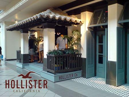 History First store opened in July 2000 at the Easton Town Center (Columbus, Ohio). Hollister Concept formulated around fictional story created by Mike.