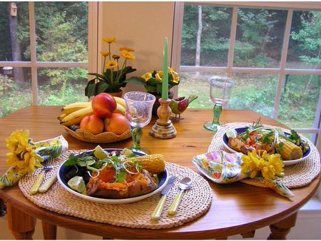 SETTING A BEAUTIFUL TABLE. SETTING A BEAUTIFUL TABLE - CREATIVITY IN THE HOME IIS IT A CHORE? - IS IT A JOY? IICREATIVITY- CREATED IN THE IMAGE OF THE.