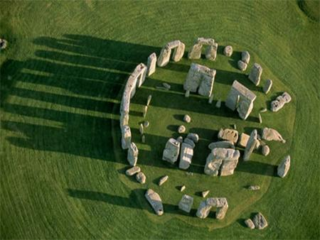 Who Built Stonehenge? Quite a few theories on who built Stonehenge. John Aubrey thought that The Druids built Stonehenge. His theory wasn't correct Still.