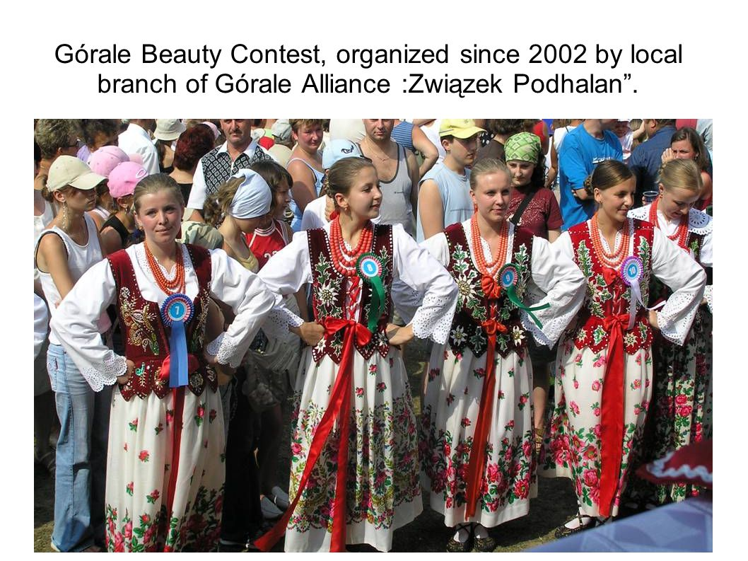 During the Contest girls have to present themselves in dialect, sing and dance, to show a knowledge about the region and skills – know how to do traditional dutes.