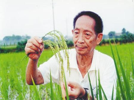 "Lesson 35 China's Most Famous ""Farmer"" Teaching aims I. Knowledge aims 1. Learn and use the following new words and phrases freely: southwest, produce,"