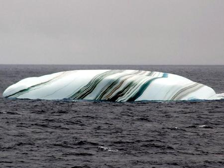 Amazing striped icebergs Icebergs in the Antarctic area sometimes have stripes, formed by layers of snow that react to different conditions. Blue stripes.