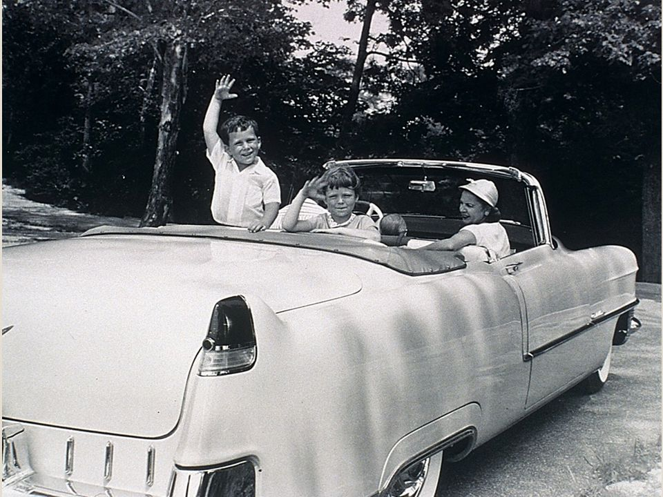 America Takes To The Road Prosperity of '50s magnified Americans' love of cars Auto purchases reached new heights the farther into the decade we went For suburban Ams owning a car was as much a status symbol about their wealth as it as a necessity ◦ The newer the car, the more important the driver.