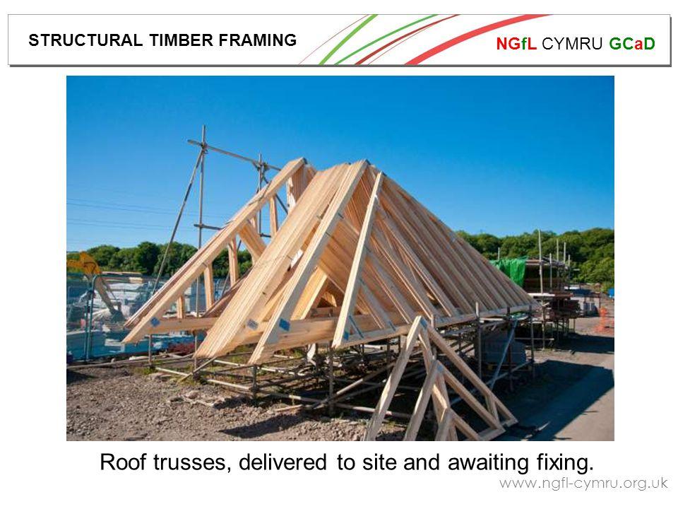 NGfL CYMRU GCaD www.ngfl-cymru.org.uk A timber framed building under construction.