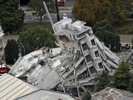 Dozens trapped by New Zealand quake February 22, 2011 CHRISTCHURCH, New Zealand (AP) -- Office workers trapped under their collapsed buildings sent.
