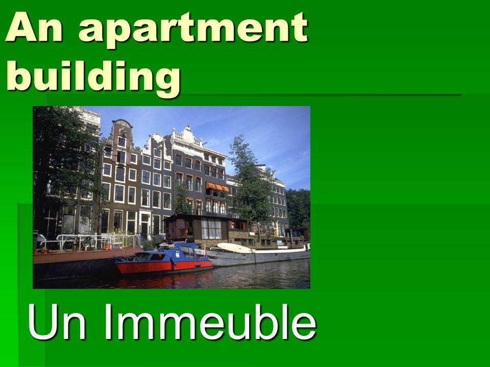 An apartment building Un Immeuble