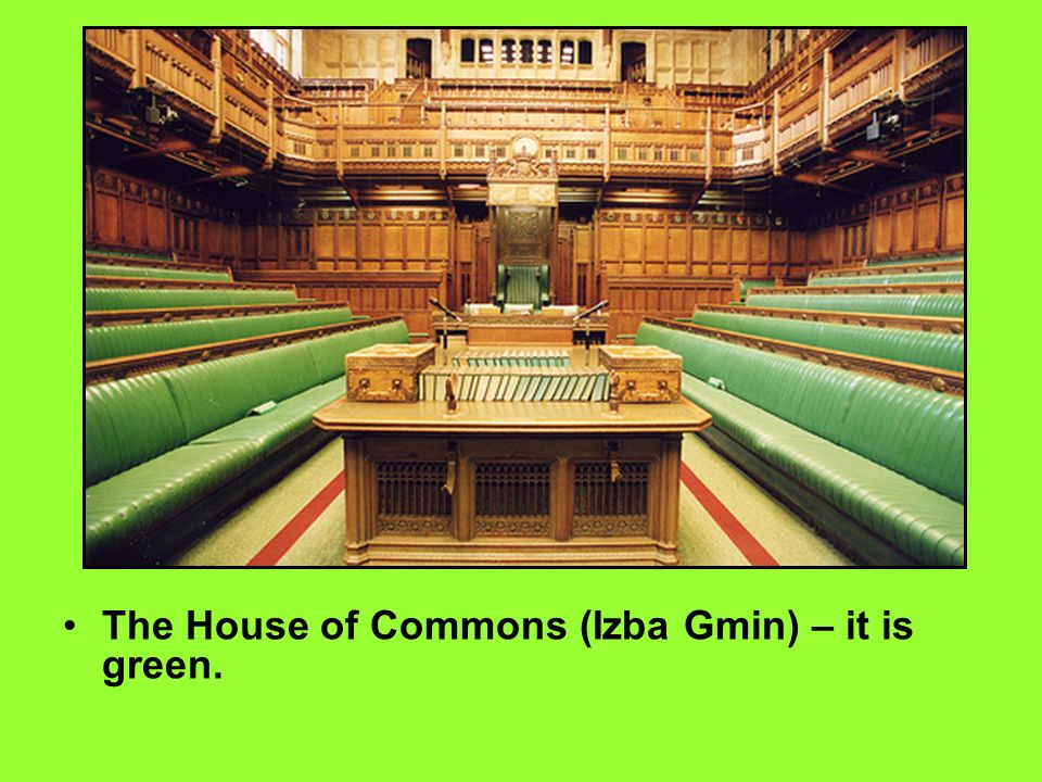 The House of Commons (Izba Gmin) – it is green.