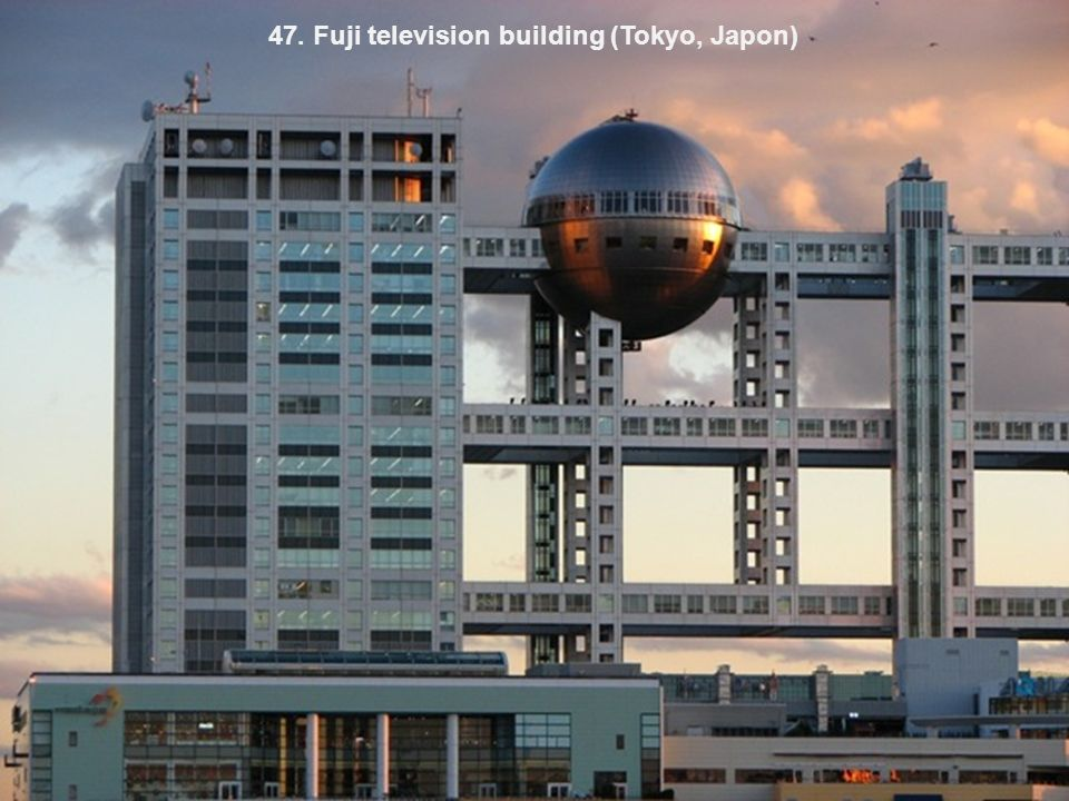 47. Fuji television building (Tokyo, Japon)