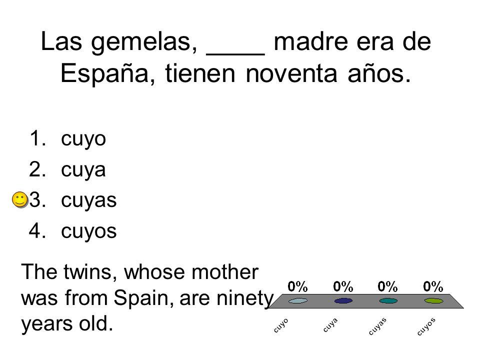 Las gemelas, ____ madre era de España, tienen noventa años.