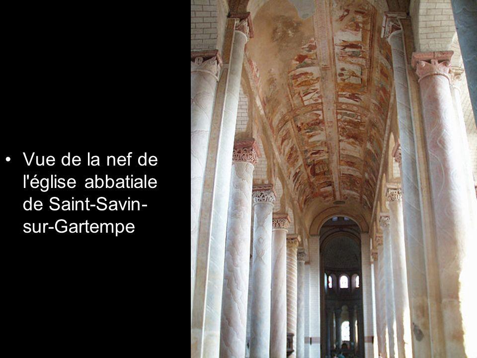 Vue de la nef de l église abbatiale de Saint-Savin-sur-Gartempe
