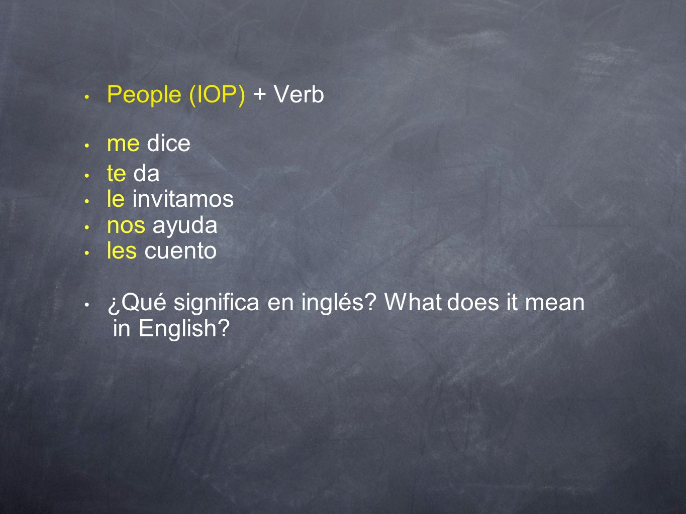 People (IOP) + Verb me dice. te da. le invitamos. nos ayuda. les cuento. ¿Qué significa en inglés What does it mean.