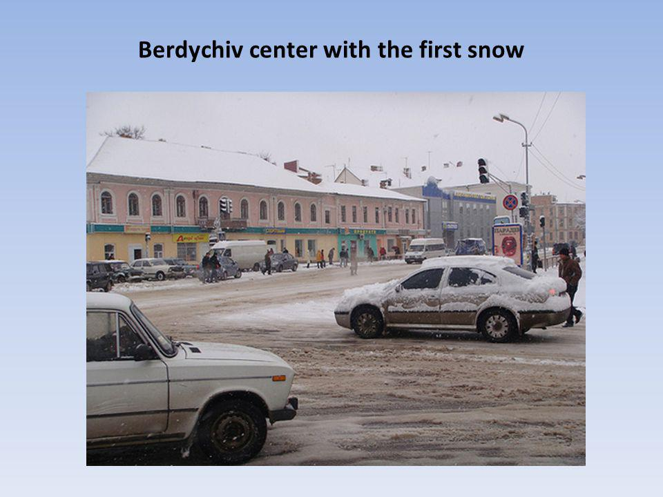 Berdychiv center with the first snow