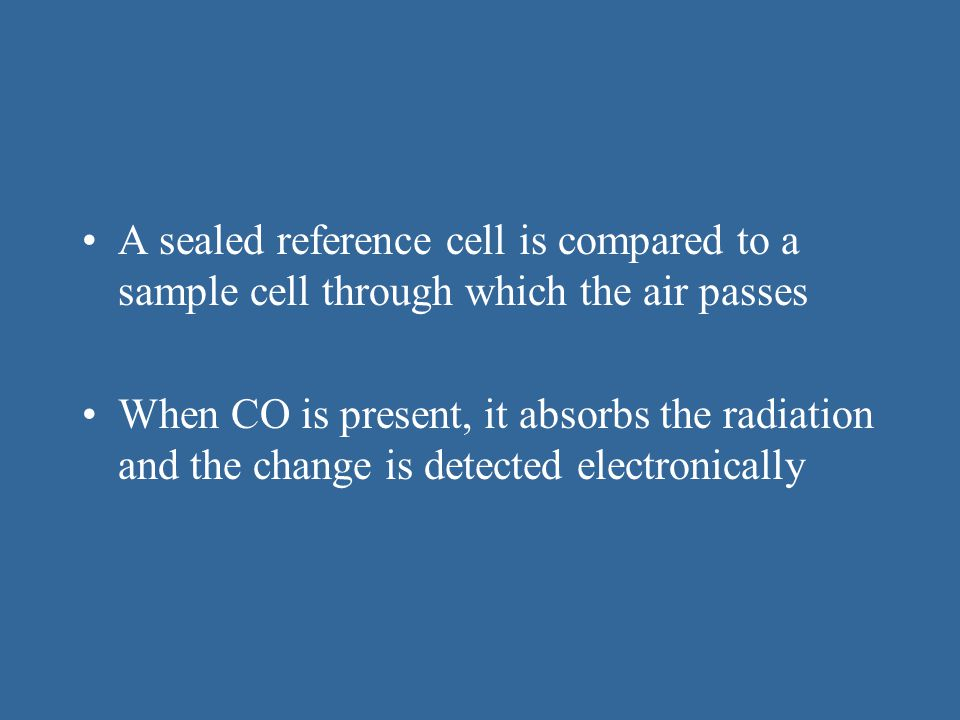 A sealed reference cell is compared to a sample cell through which the air passes