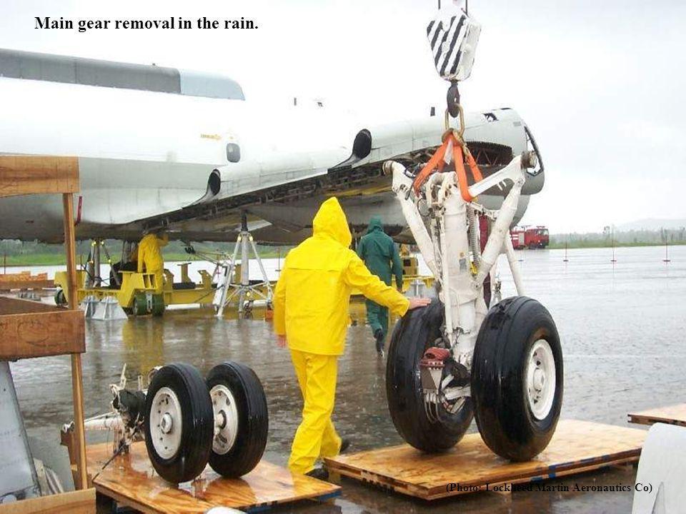 Main gear removal in the rain.