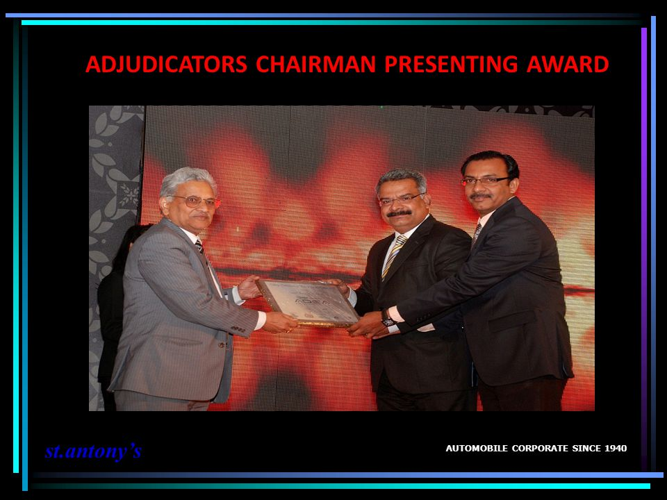 ADJUDICATORS CHAIRMAN PRESENTING AWARD