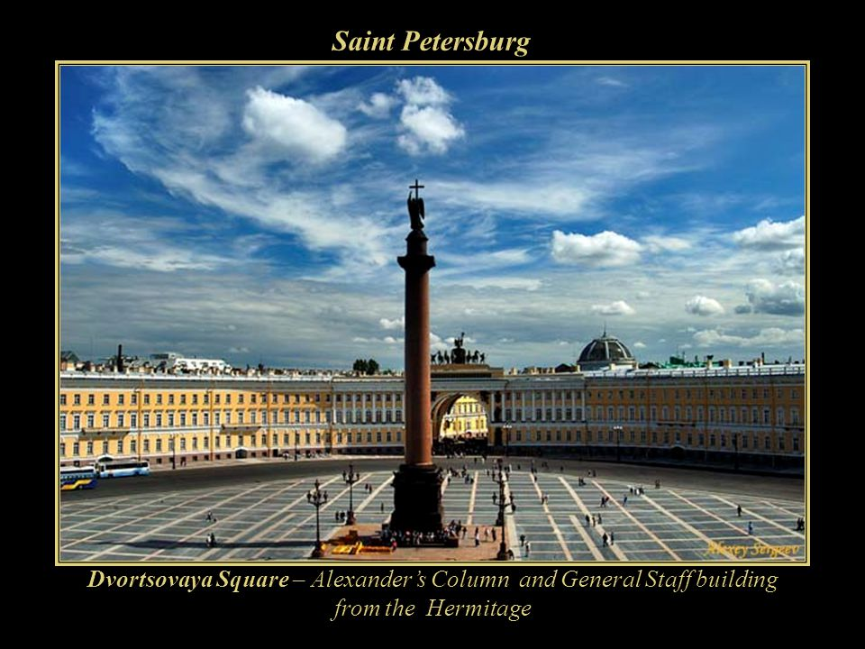 Saint Petersburg Dvortsovaya Square – Alexander's Column and General Staff building from the Hermitage.