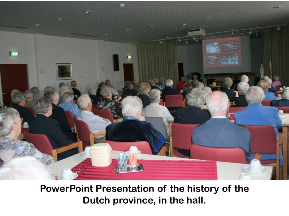 PowerPoint Presentation of the history of the Dutch province, in the hall.