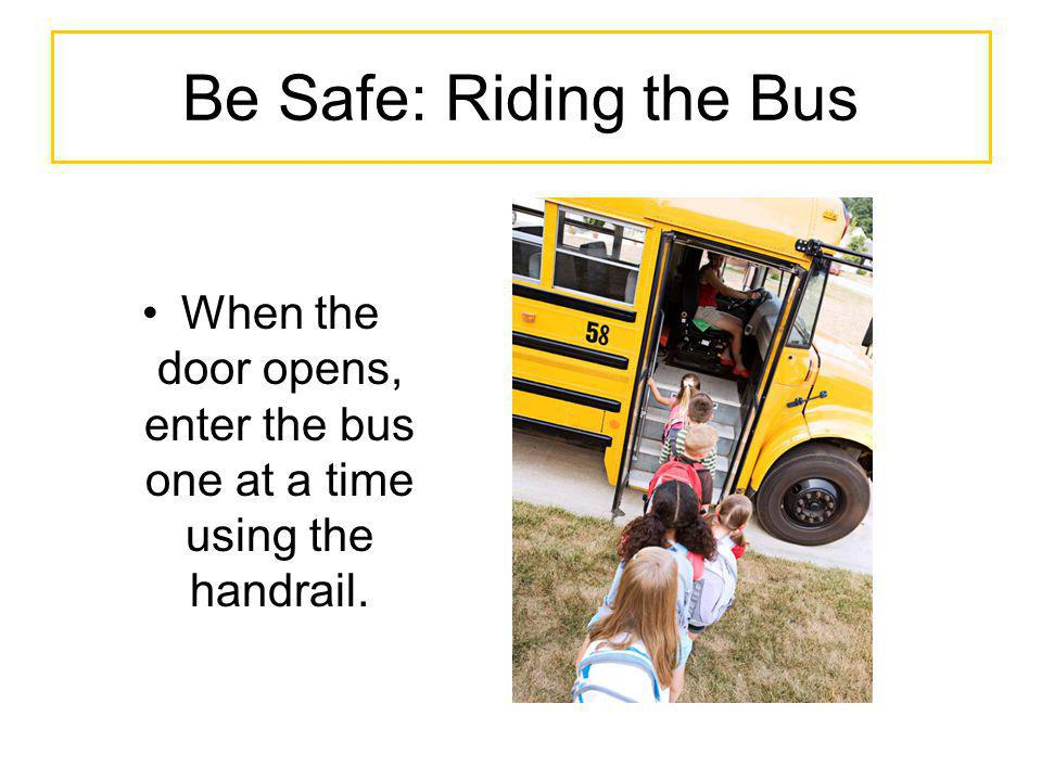 When the door opens, enter the bus one at a time using the handrail.