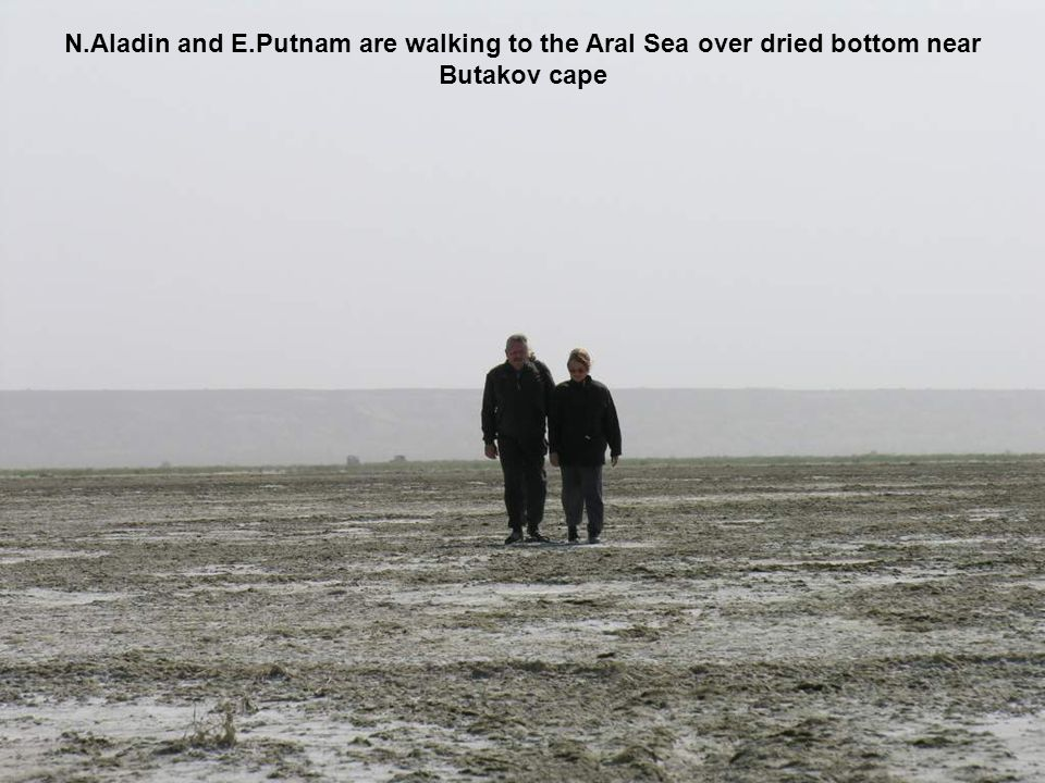 N.Aladin and E.Putnam are walking to the Aral Sea over dried bottom near Butakov cape