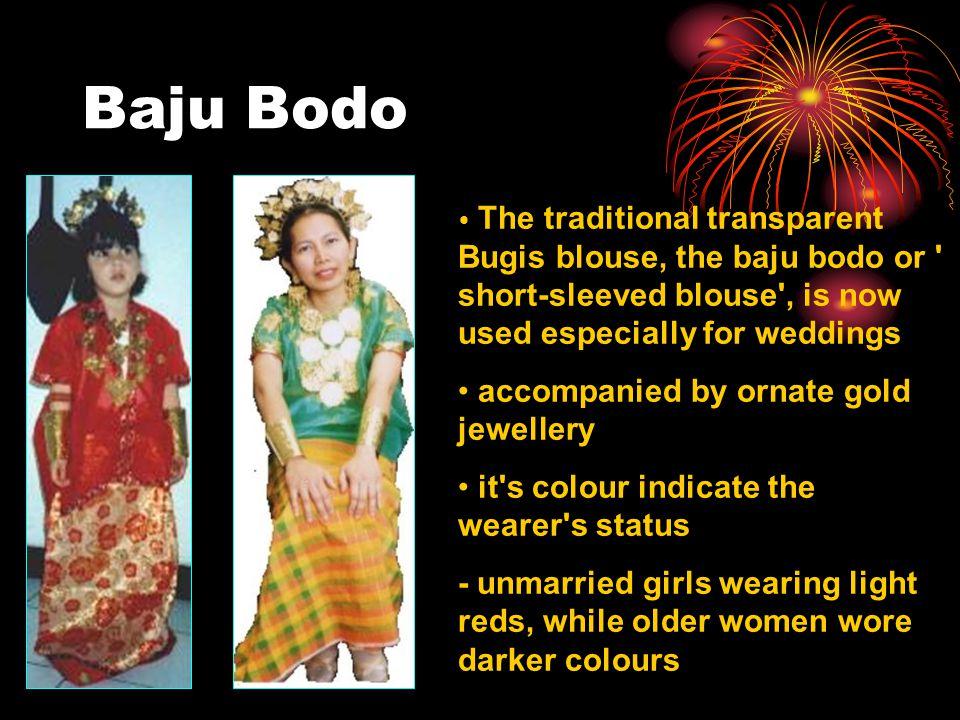 Baju Bodo accompanied by ornate gold jewellery