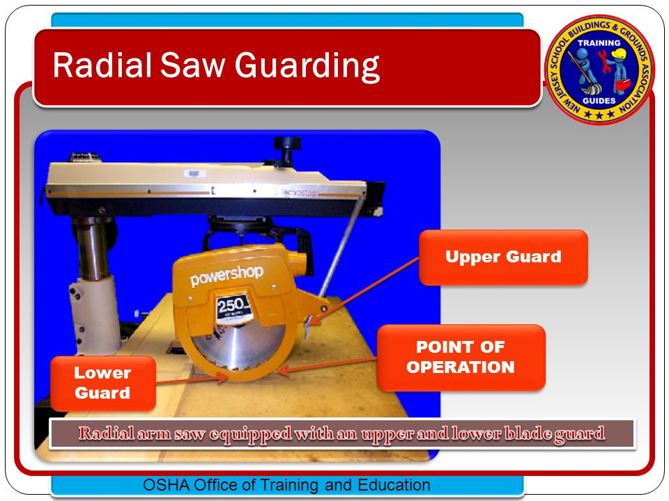 Radial arm saw equipped with an upper and lower blade guard