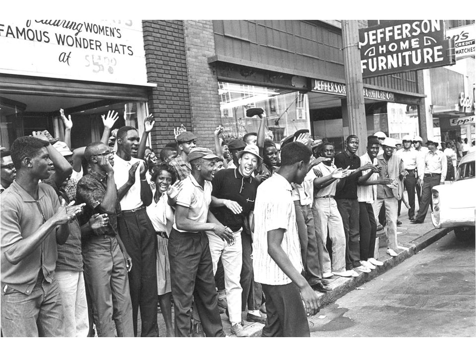fig25_05.jpg Page 982: Demonstrators in downtown Birmingham, Alabama, during the civil rights campaign of 1963.