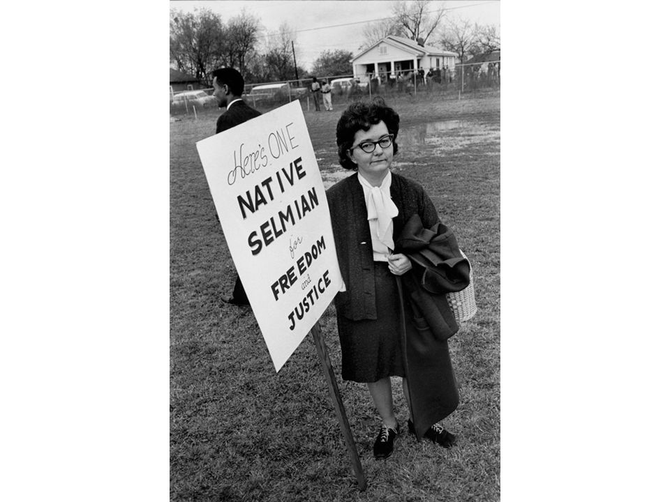 fig25_13.jpg Page 992: A white resident of Selma offers her support to civil rights demonstrators.