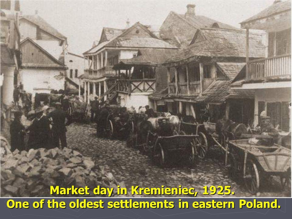 Market day in Kremieniec, 1925.