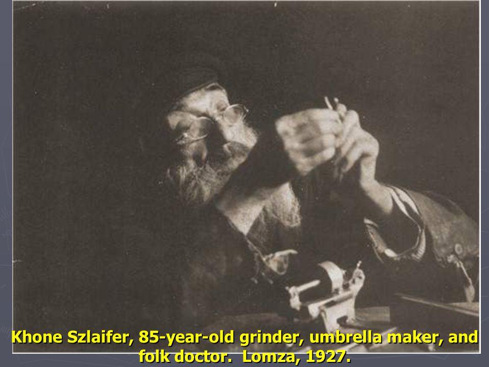 Khone Szlaifer, 85-year-old grinder, umbrella maker, and folk doctor