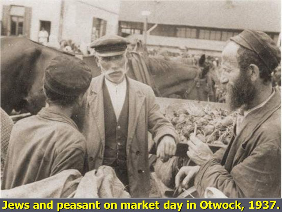 Jews and peasant on market day in Otwock, 1937.