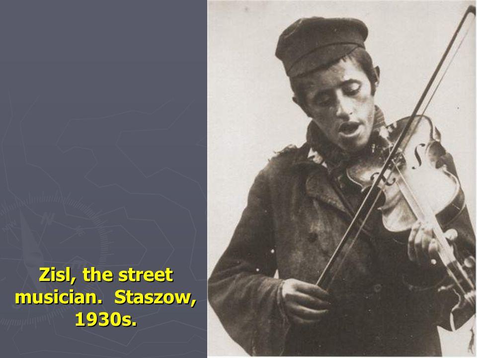 Zisl, the street musician. Staszow, 1930s.