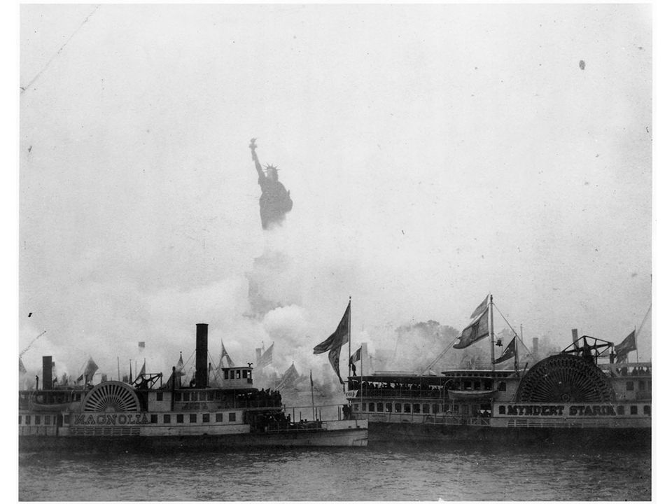 fig16_03.jpg Page 592: The dedication of the Statue of Liberty, October 18, 1886.