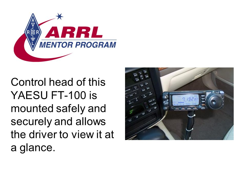Control head of this YAESU FT-100 is mounted safely and securely and allows the driver to view it at a glance.