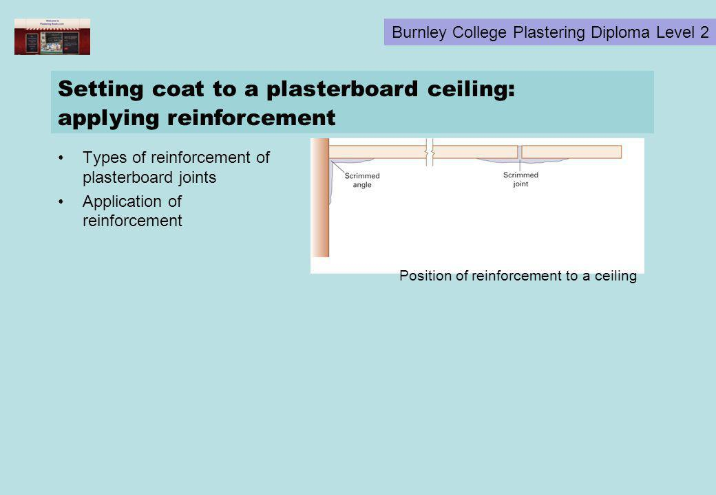 Setting coat to a plasterboard ceiling: applying reinforcement