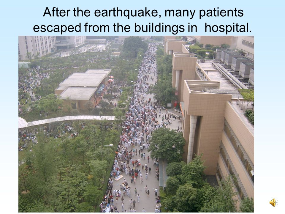 After the earthquake, many patients escaped from the buildings in hospital.
