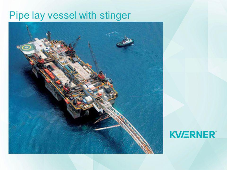 Pipe lay vessel with stinger