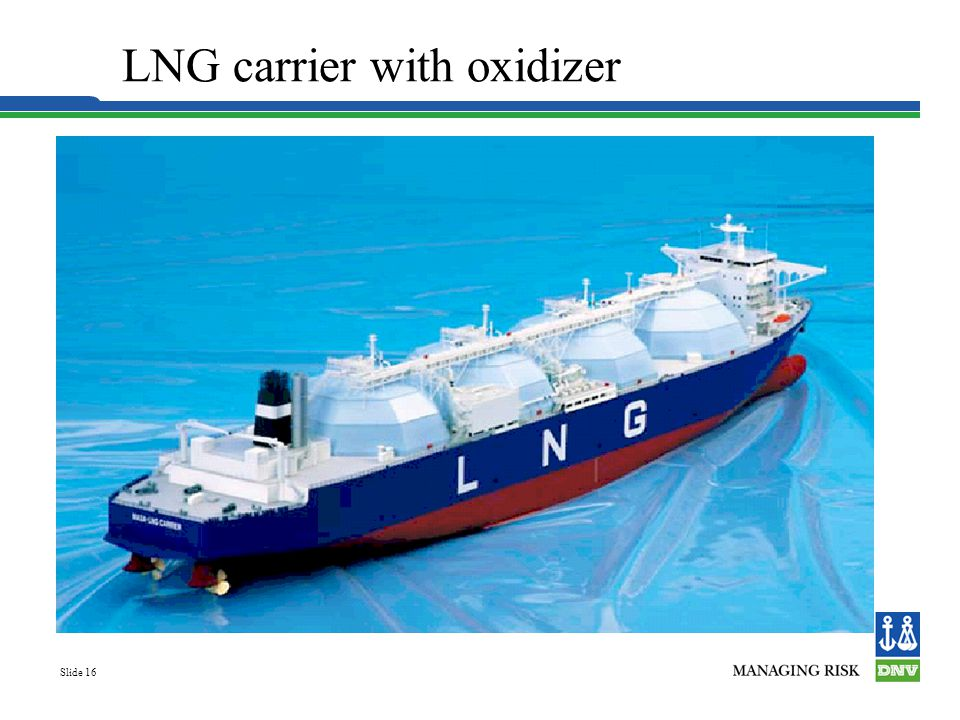 LNG carrier with oxidizer