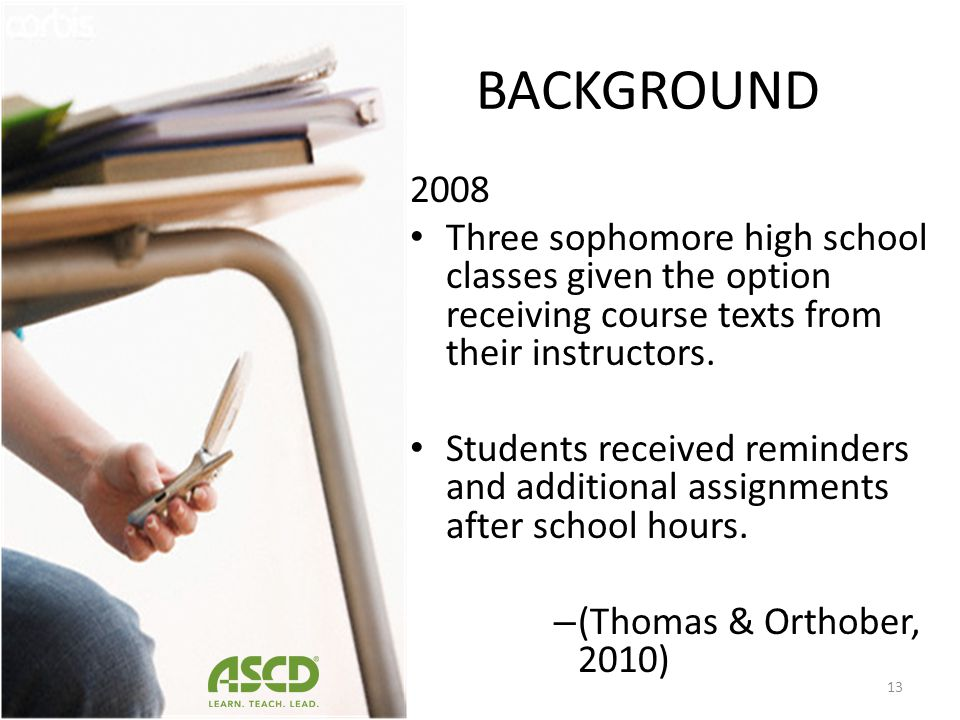 BACKGROUND 2008. Three sophomore high school classes given the option receiving course texts from their instructors.