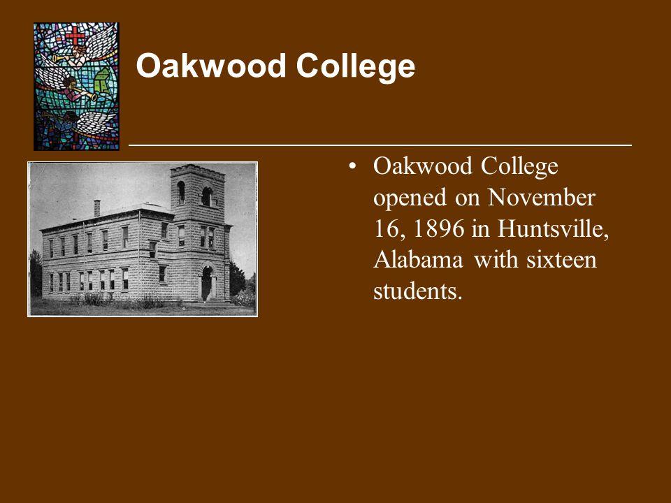 Oakwood College Oakwood College opened on November 16, 1896 in Huntsville, Alabama with sixteen students.