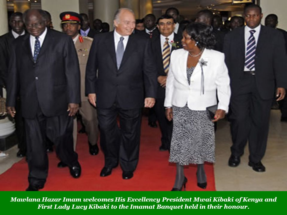 Mawlana Hazar Imam welcomes His Excellency President Mwai Kibaki of Kenya and First Lady Lucy Kibaki to the Imamat Banquet held in their honour.
