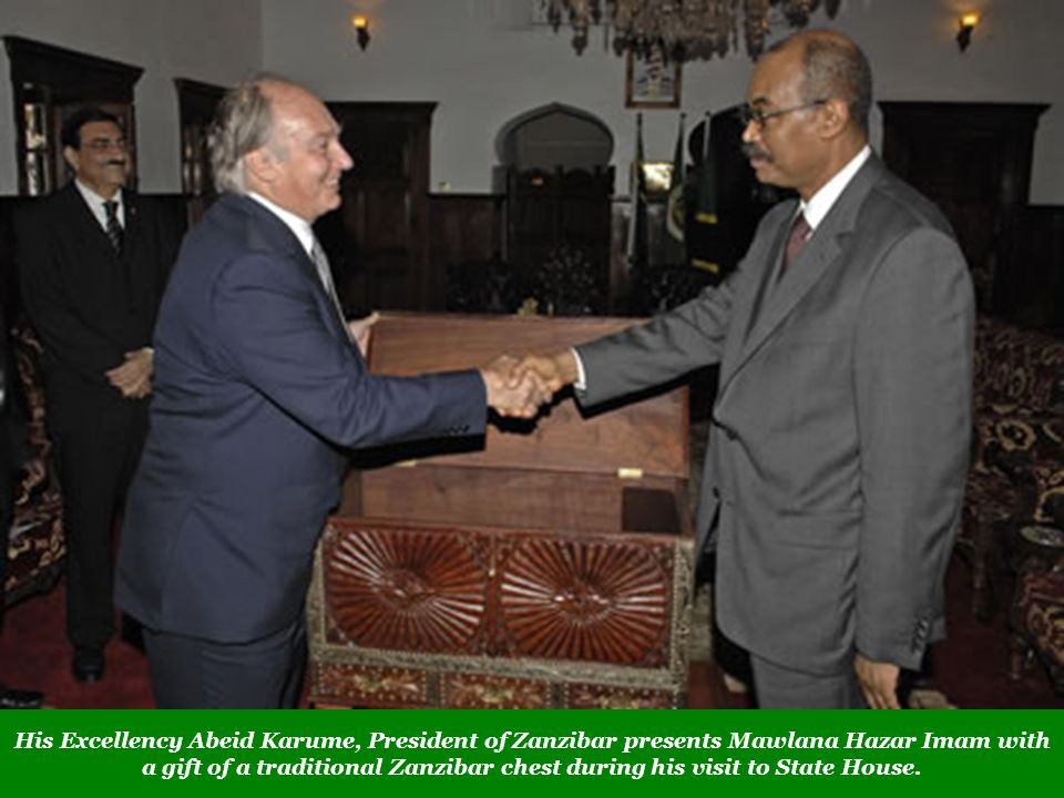 His Excellency Abeid Karume, President of Zanzibar presents Mawlana Hazar Imam with a gift of a traditional Zanzibar chest during his visit to State House.