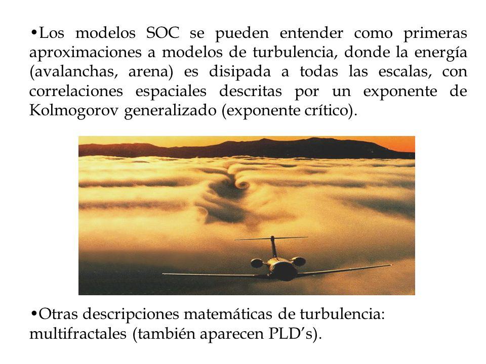 Los modelos SOC se pueden entender como primeras aproximaciones a modelos de turbulencia, donde la energía (avalanchas, arena) es disipada a todas las escalas, con correlaciones espaciales descritas por un exponente de Kolmogorov generalizado (exponente crítico).