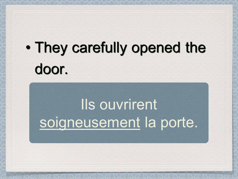 Ils ouvrirent soigneusement la porte.