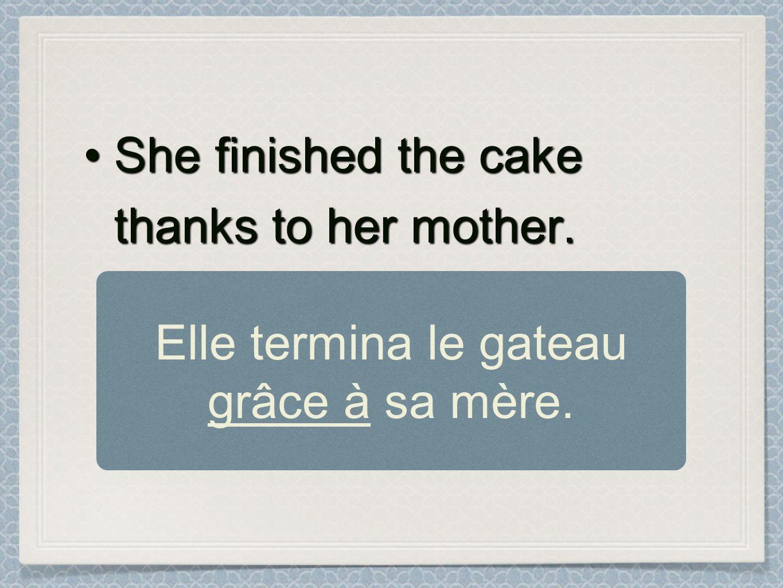 Elle termina le gateau grâce à sa mère.