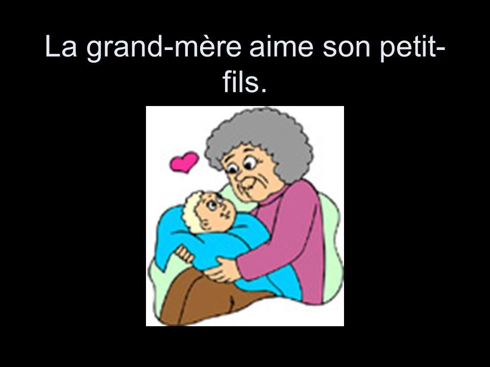 La grand-mère aime son petit-fils.
