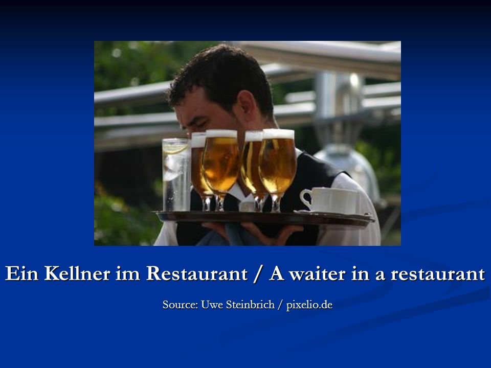 Ein Kellner im Restaurant / A waiter in a restaurant