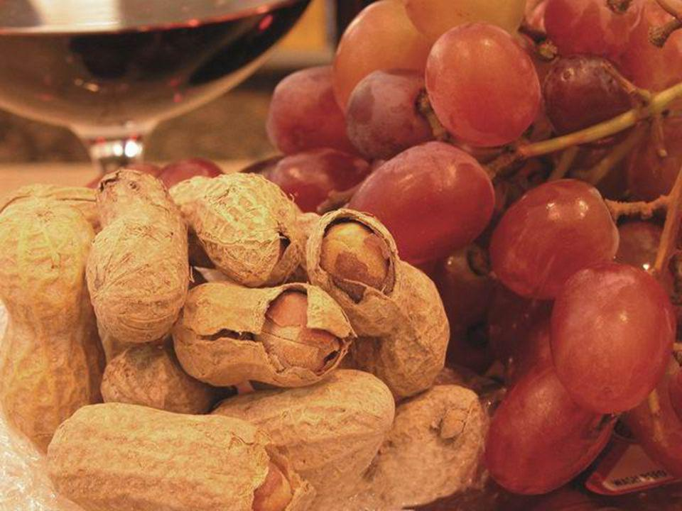 Here are foods that contain resveratrol: peanuts, red grapes and red wine.