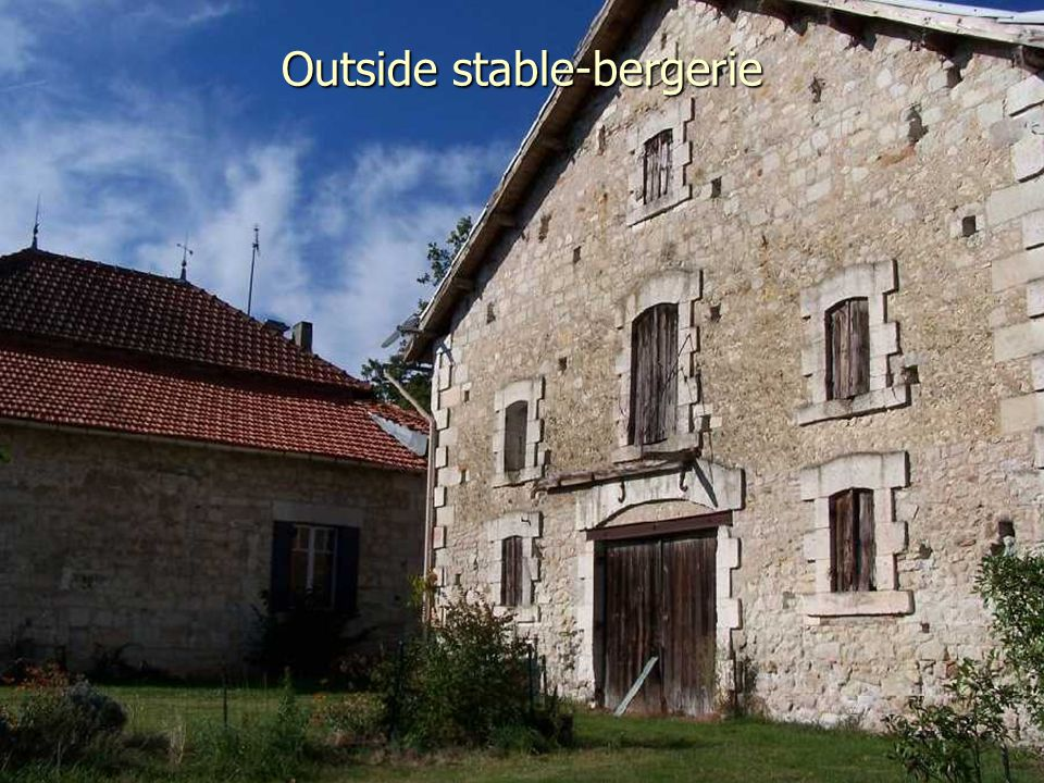 Outside stable-bergerie