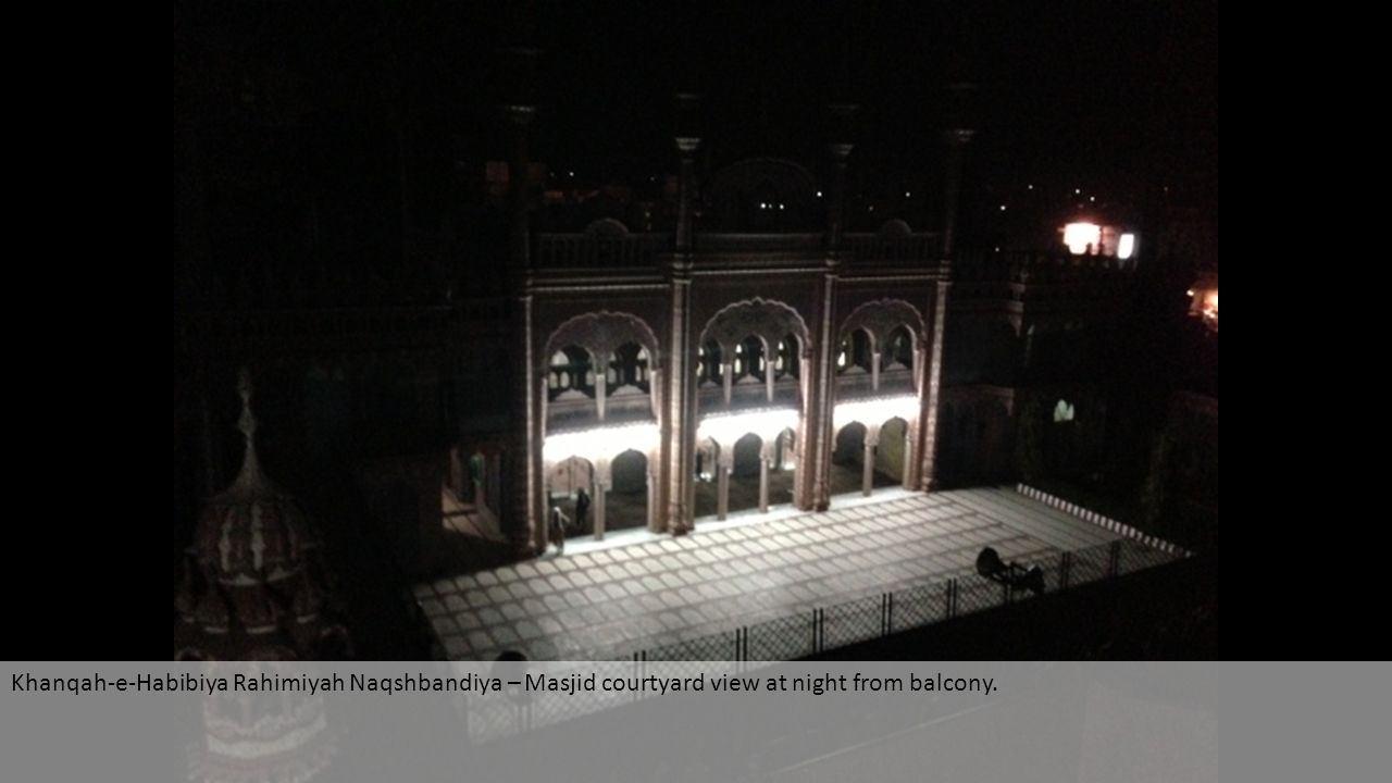 Khanqah-e-Habibiya Rahimiyah Naqshbandiya – Masjid courtyard view at night from balcony.
