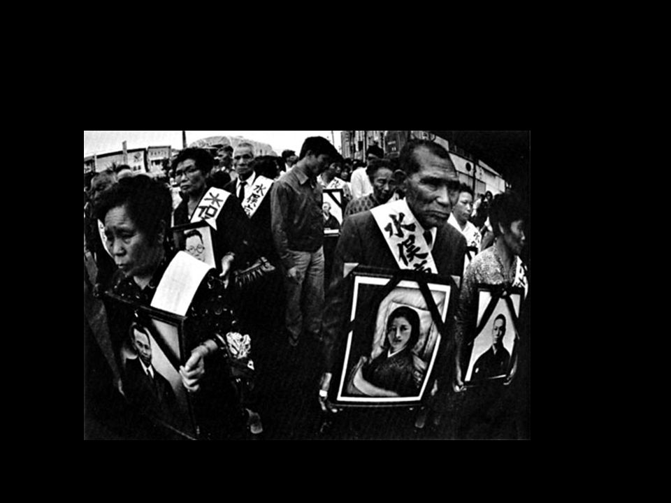 Plaintiffs demonstrate with photos of their dead on the last day of the trial in October of 1972.